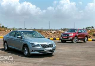 A four-wheel drive mammoth or a sleek luxury sedan Which among the two should adorn your driveway in case you have more than thirty lakh rupees to spend We grabbed the keys to the gargantuan Ford Endeavour and the Skoda Superb to find that out.