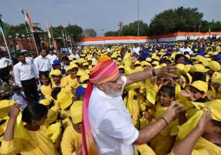 PM Narendra Modi interacting with the school children on the occasion of 70th Independence Day at Red Fort.