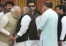 PM Modi all ears to Mulayam- India Tv