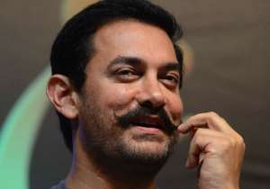 Here's why Aamir is showing 'Dangal' to friends in- India Tv
