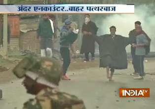 Budgam encounter turns ugly as youths pelt stones on- India Tv