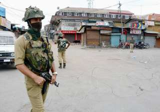 Nine security personnel injured in Pulwama...