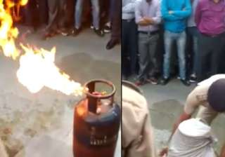 VIDEO: Here's how to douse the fire from a...