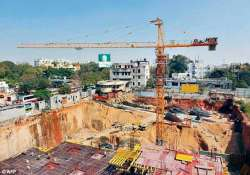 builders to pay rs 50k fine for dumping on road says ngt- India Tv
