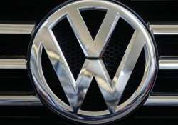 volkswagen apologises to indian customers for emission