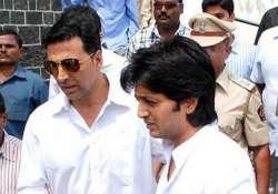akshay calls on riteish to condole vilasrao s demise