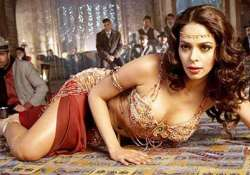mallika refuses to bare for double dhamaal