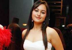sonakshi refuses to do steamy scenes in race 2