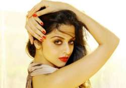 vedhika s turn to give back to her fans