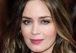 emily blunt watched frozen before giving birth to her