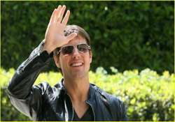 tom cruise cooks with family on christmas