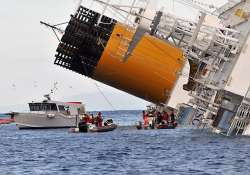italy cruise wreck rescue halted captain under house arrest