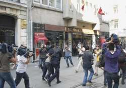 police clash with protesers in istanbul