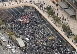 thousands roam tokyo streets stations after quake