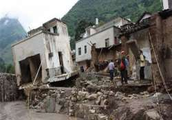 18 chinese students buried in landslide