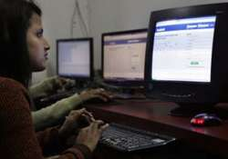 candidates using facebook to woo voters in up