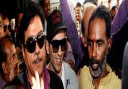 clash again in patna over shotgun s candidature