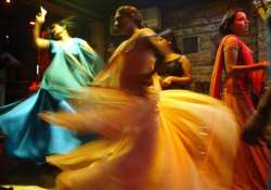sc asks maha govt to grant licenses to dance bars by march