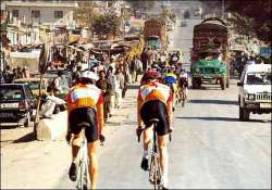 india allows pak cyclists to take part in delhi race