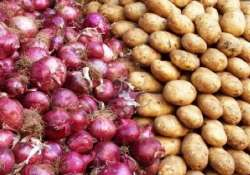 no shortage of onions potatoes tomatoes in delhi government
