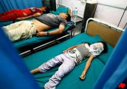 strong quake hits india nepal 9 dead