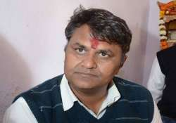 claiming support of 5 mlas binny threatens to pull down aap