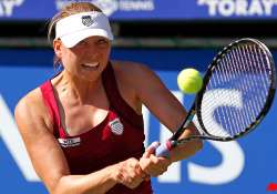 zvonareva advances to semifinals at tokyo