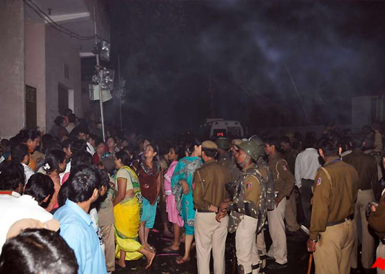 two arrested for delhi fire compensation announced- India Tv