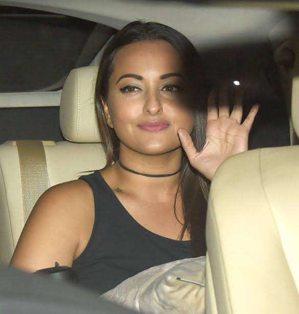 Sonakshi Sinha wore black and was all smiles when she posed for the camera. The day will next be seen in 'Noor' in which she is playing the role of a journalist.