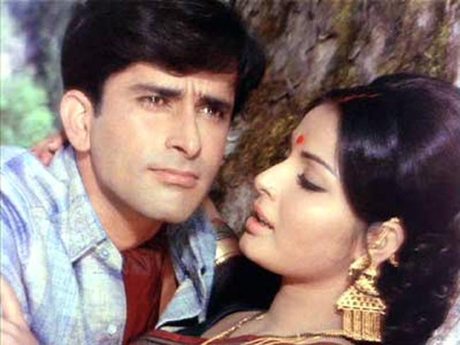 Sharmilee Shashi Kapoor resembles the 'Dream Man' of every single Indian girl in the film. The unexpected twists and turns in the movie is the USP of 'Sharmilee'.
