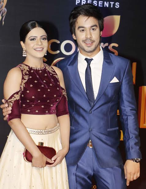 Thapki Pyar Ki fame Manish Goplani and Jigyasa Singh were all smiles as they posed for shutterbugs. Jigyasa looked gorgeous and Manish looked dapper in blue suit