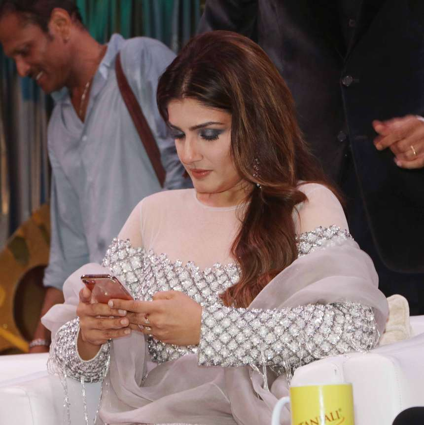 Raveena Tondon snapped in a sophisticated pose. She was wearing an ethnic silver colour outfit to explore boom.