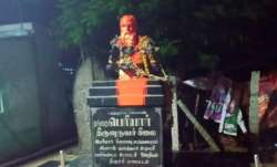 Statue of Periyar in Trichy found smeared with dye, blame game erupts