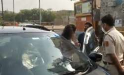 Delhi couple, Covid restrictions, weekend lockdown