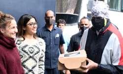 Rashmika Mandanna, Elli Avrram surprise Amitabh Bachchan with cake and flowers on Father's Day   PHO