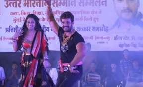 Video: Khesari Lal Yadav sets the stage on fire with Ritu