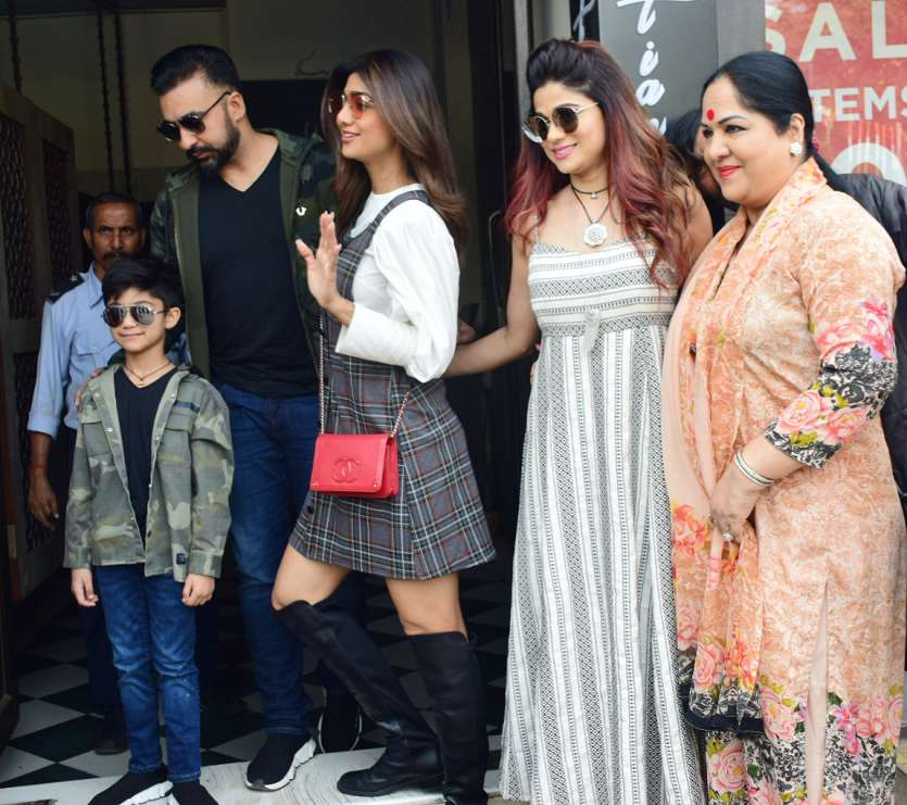 Shilpa Shetty looks uber-chic as she steps out for Sunday