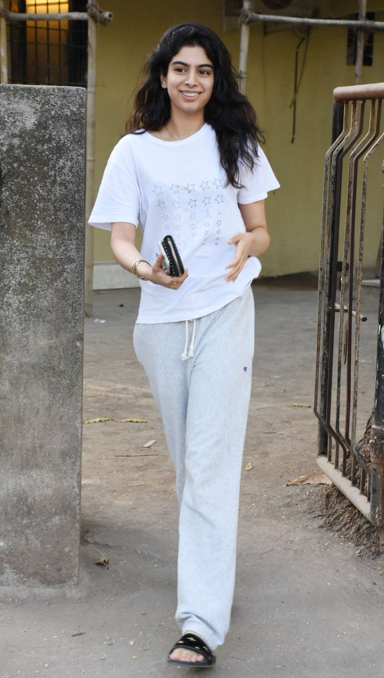 Khushi Kapoor spreads smile after salon session