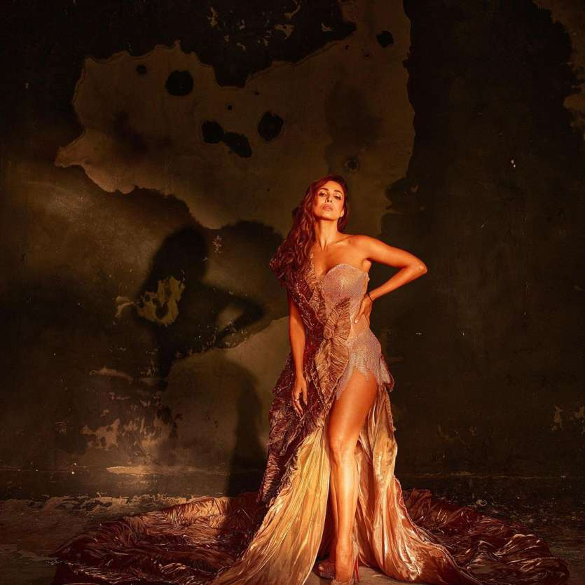 After releasing the first promo of the show, Malaika Arora shared breathtaking photos from the shoot. Setting the internet on fire, the diva looked nothing less than a sexy siren.