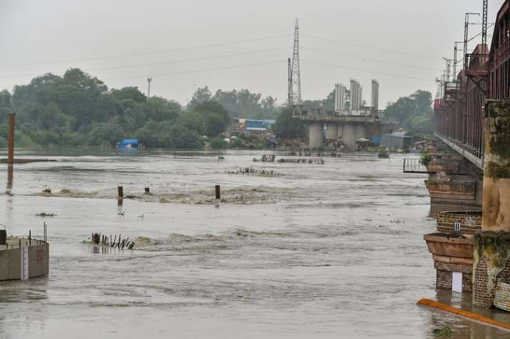 The water level in the Yamuna river has reached 5.25 lakh