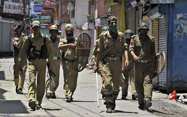 UP: Two communities clash outside gurudwara in