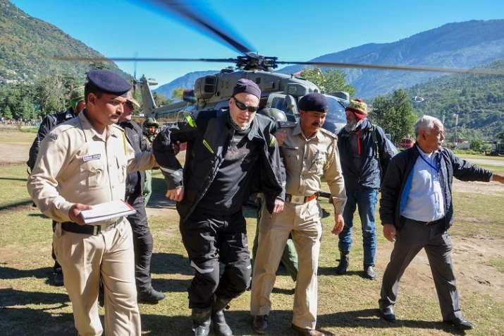 Stranded tourists being brought to Kullu after they were