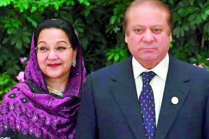 Kulsoom Nawaz with her husband Nawaz Sharif