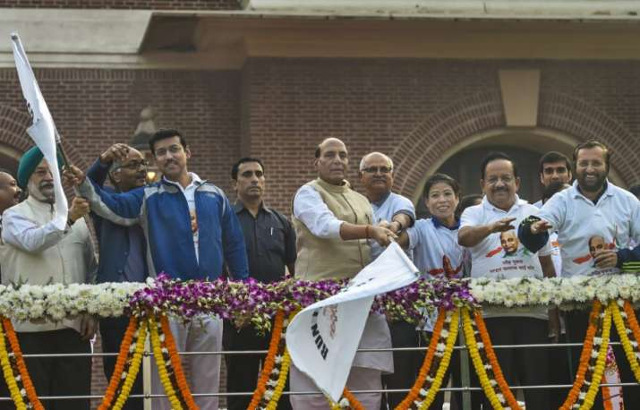 Rajnath Singh flags off the 'Run For Unity' from Delhi's Dhyanchand stadium