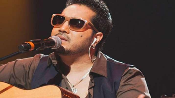 Mika Singh returns from Pakistan and shouts Bharat Mata Ki Jai in viral video, Twitterati says, 'Ab