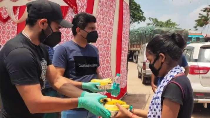 India Fights Corona: Mohammed Shami distributes food packets and mask in Uttar Pradesh