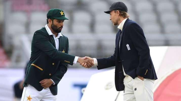 England captain Joe Root shakes hands with Pakistan captain