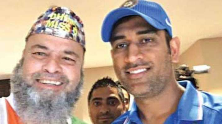 Pakistan-born fan 'Chacha Chicago' with MS Dhoni