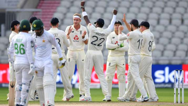 England celebrate the wicket of Shadab Khan of Pakistan on