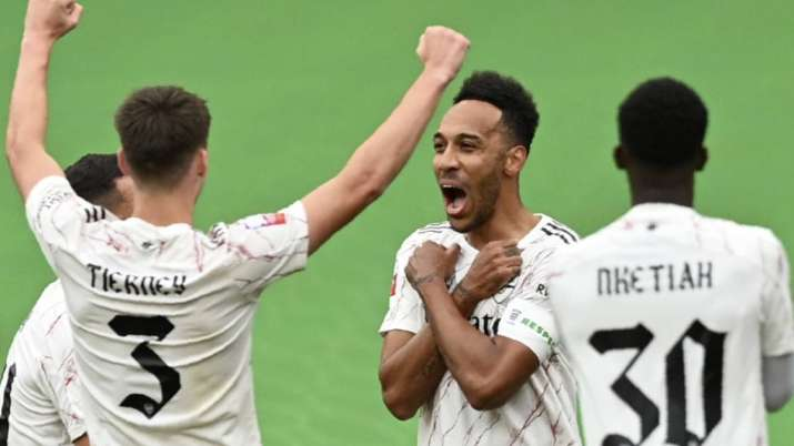 Arsenal's Pierre-Emerick Aubameyang, 2nd right, celebrates